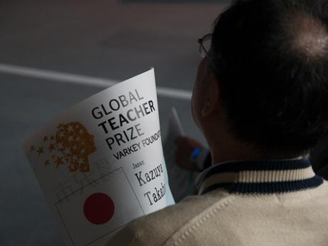雄勝文化会館で行われた「グローバル・ティーチャー・プライズ」表彰式のパブリックビューイング