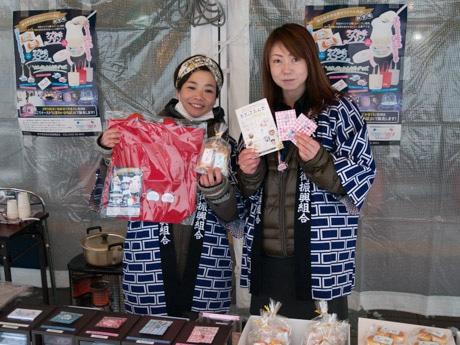 横手駅前商店街オリジナルのキャラクターを披露