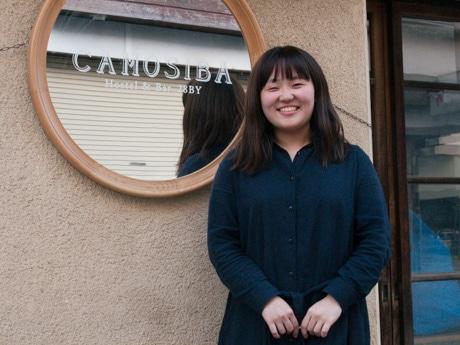 「Hostel & Bar CAMOSIBA」の阿部円香さん