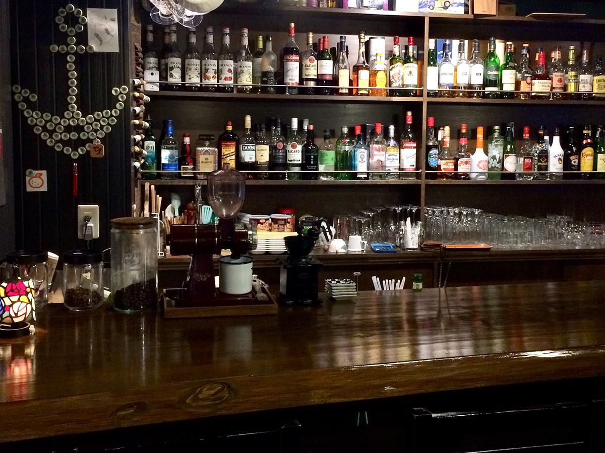 コーヒーとお酒のお店「Tall's」店内の様子