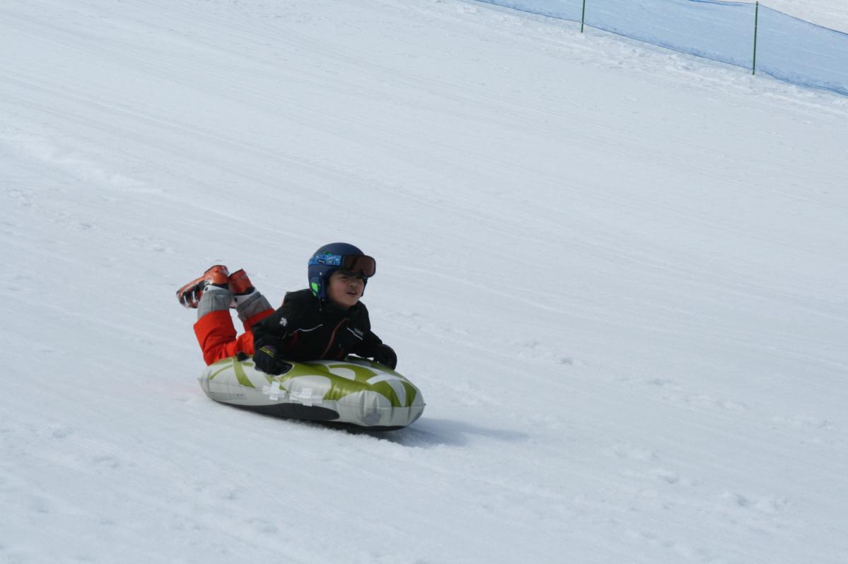 天下森スキー場で開かれる「エアーボード体験」