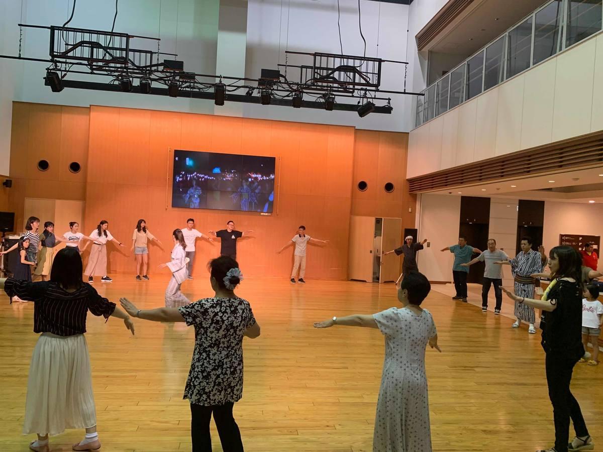 横手市で開かれた「市民盆踊り練習会」の様子