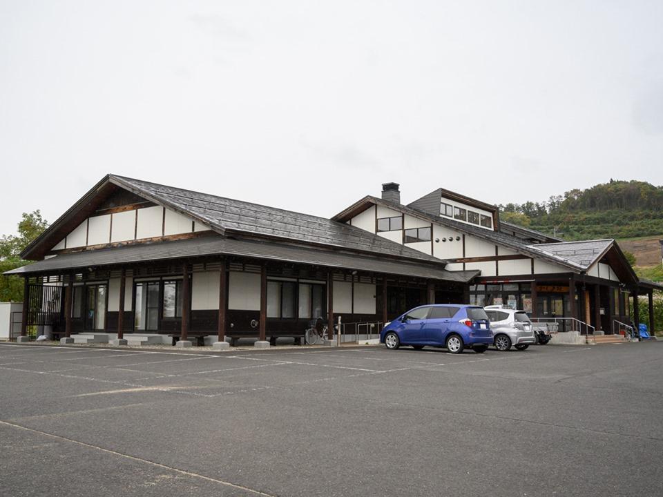 飲食イベント「ごっつおう市」が開かれる湯沢市の「かしま館」