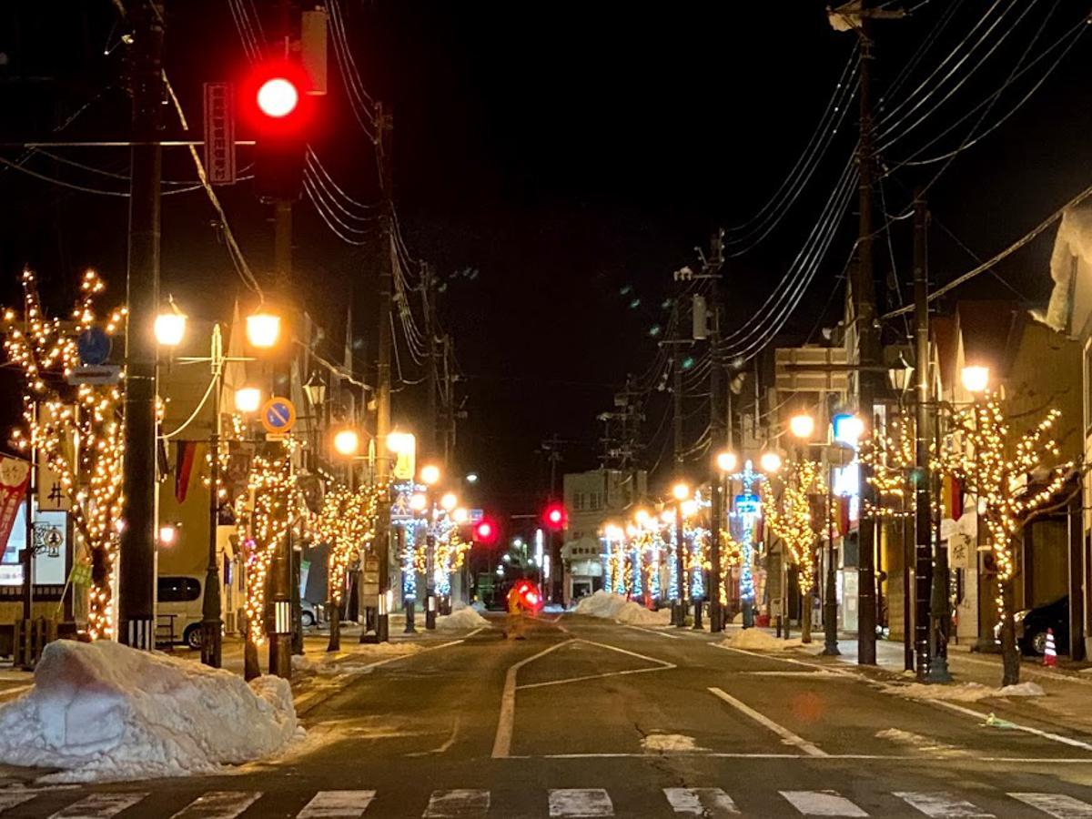 湯沢市の商店街を飾るイルミネーション