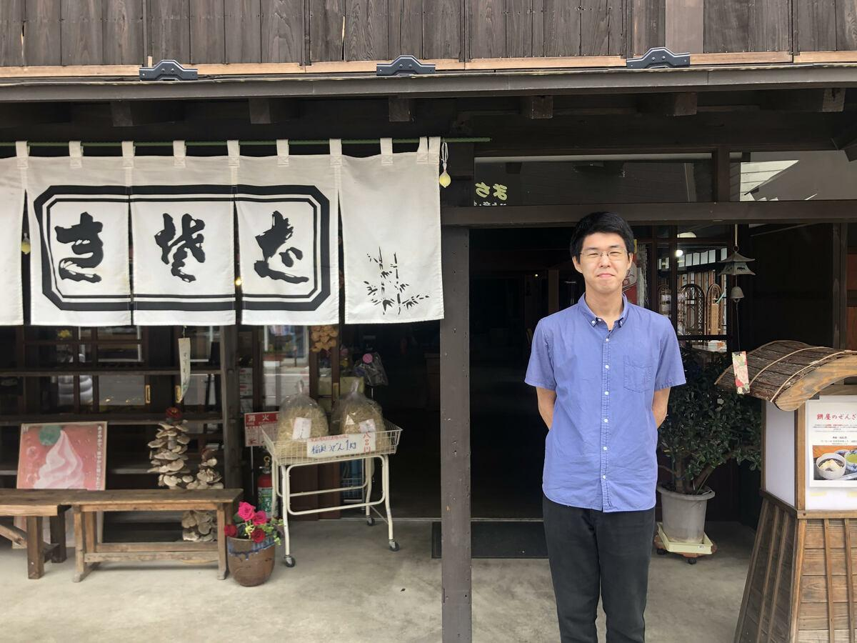 横手市増田町「まちの駅福蔵」の佐藤翔太朗駅長