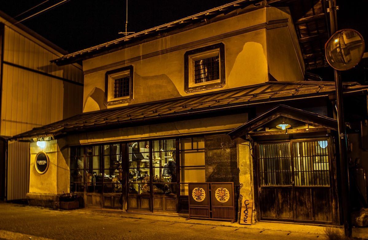 横手市十文字駅前のゲストハウス「Hostel&Bar CAMOSIBA(カモシバ)」