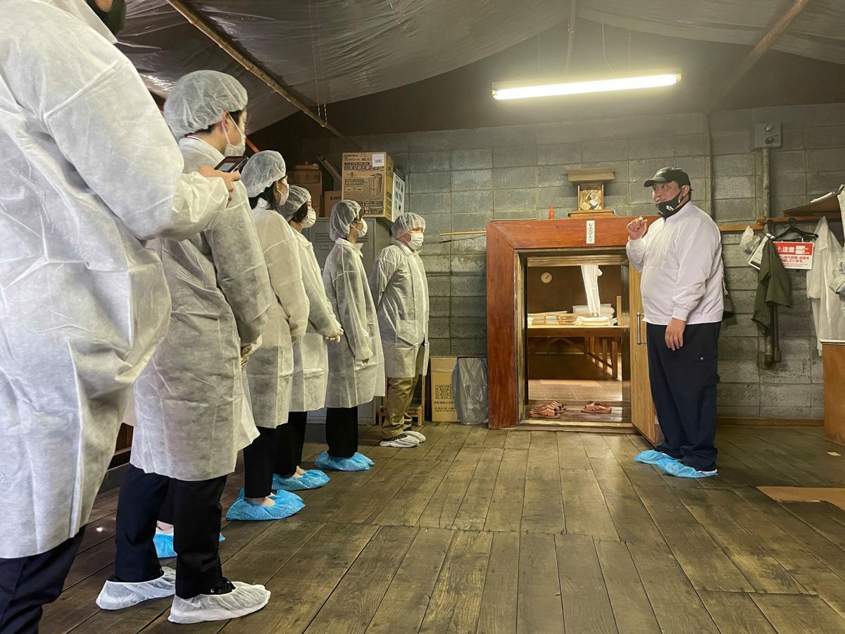 横手市の醸造所「大納川」で行われたコールセンターの新人研修会