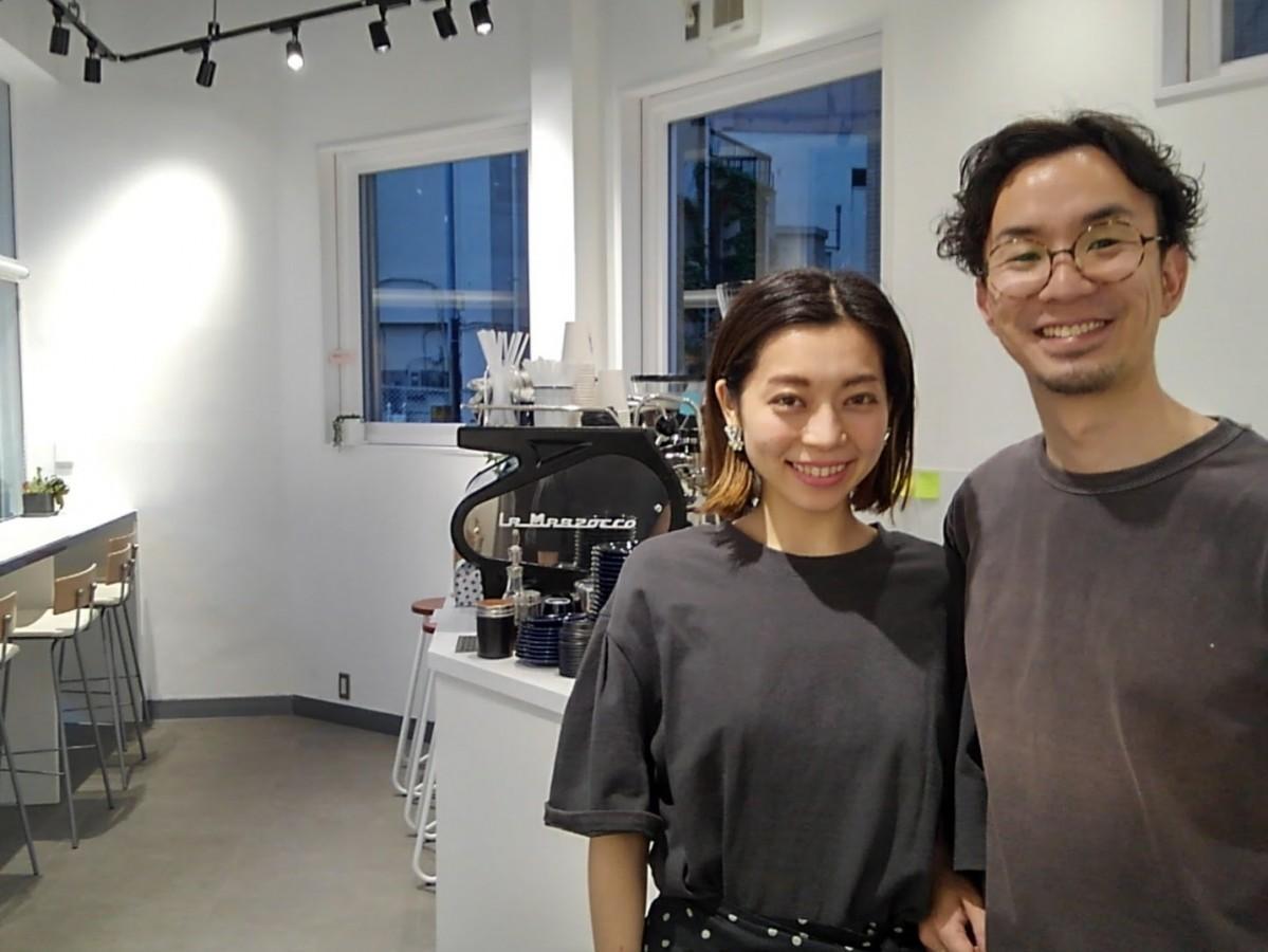 (右から)店主の長谷川晃平さん、瑞穂さん