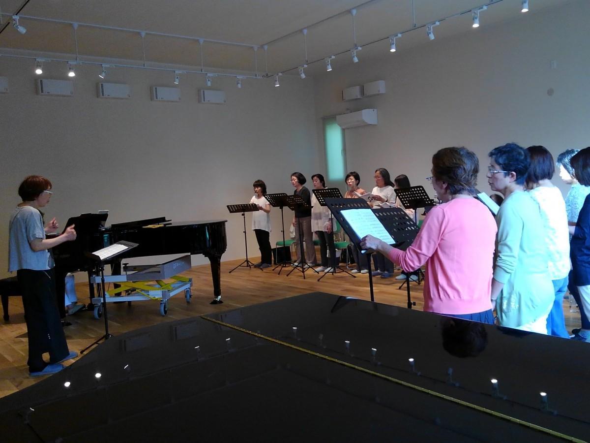 防音機能を備えた音楽ホールで練習する「女性合唱ディアーナ」