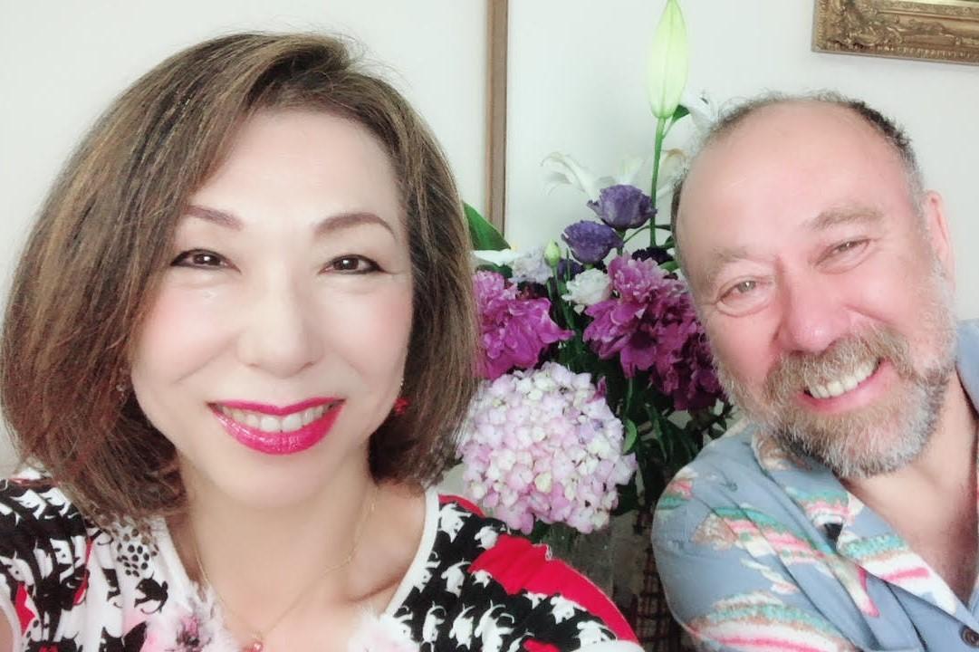 (左から)主催の柴崎陽子さんとDJ・選曲を担当するジョージ・カックルさん(提供=柴﨑陽子さん)