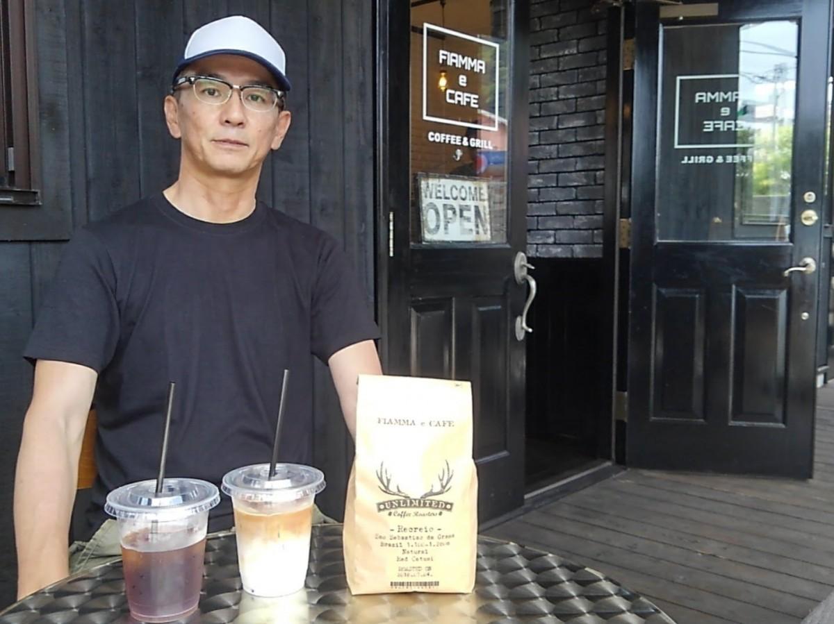 店主の礒島昇三さん。オープンテラスで