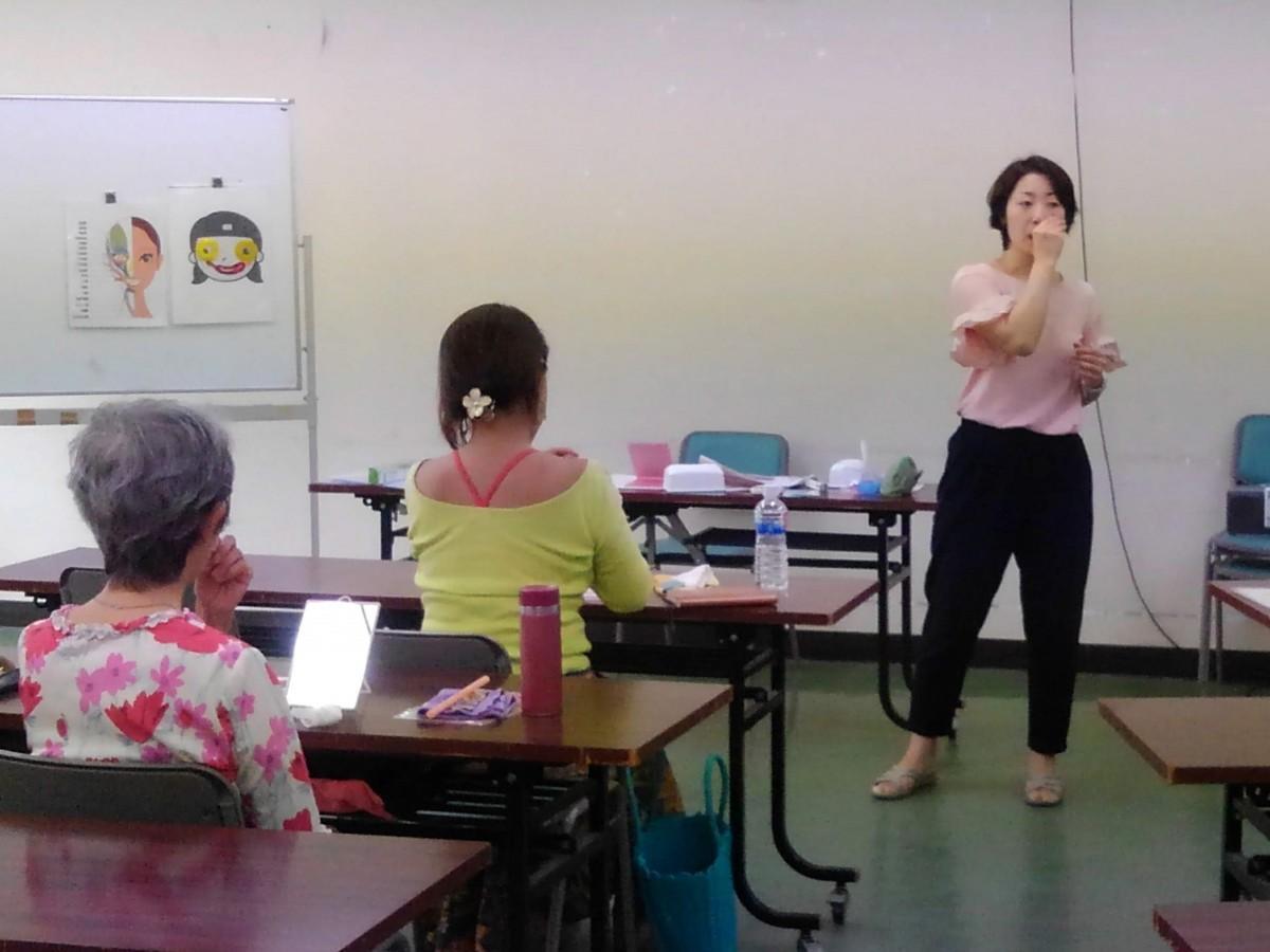 ワークショップとして社会福祉協議会で行われている「笑顔トレーニング」