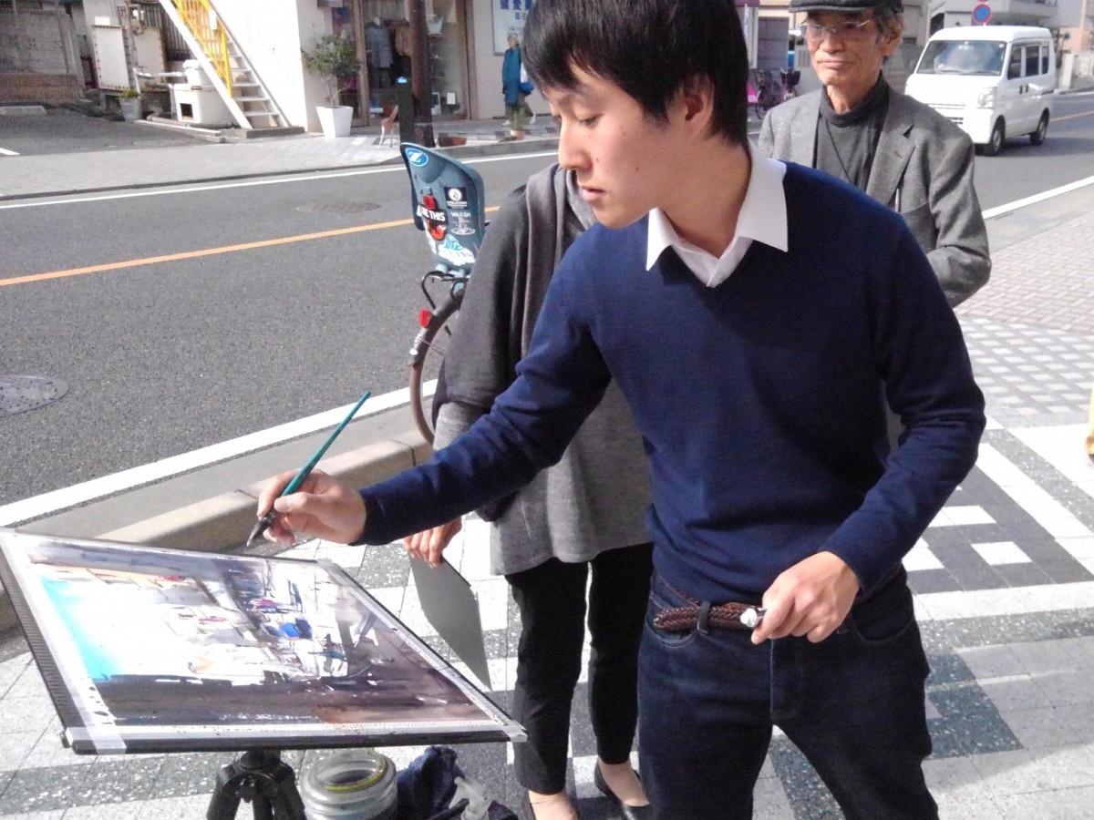 鎌倉水彩画塾主宰者の矢野元春さん。池田通りで