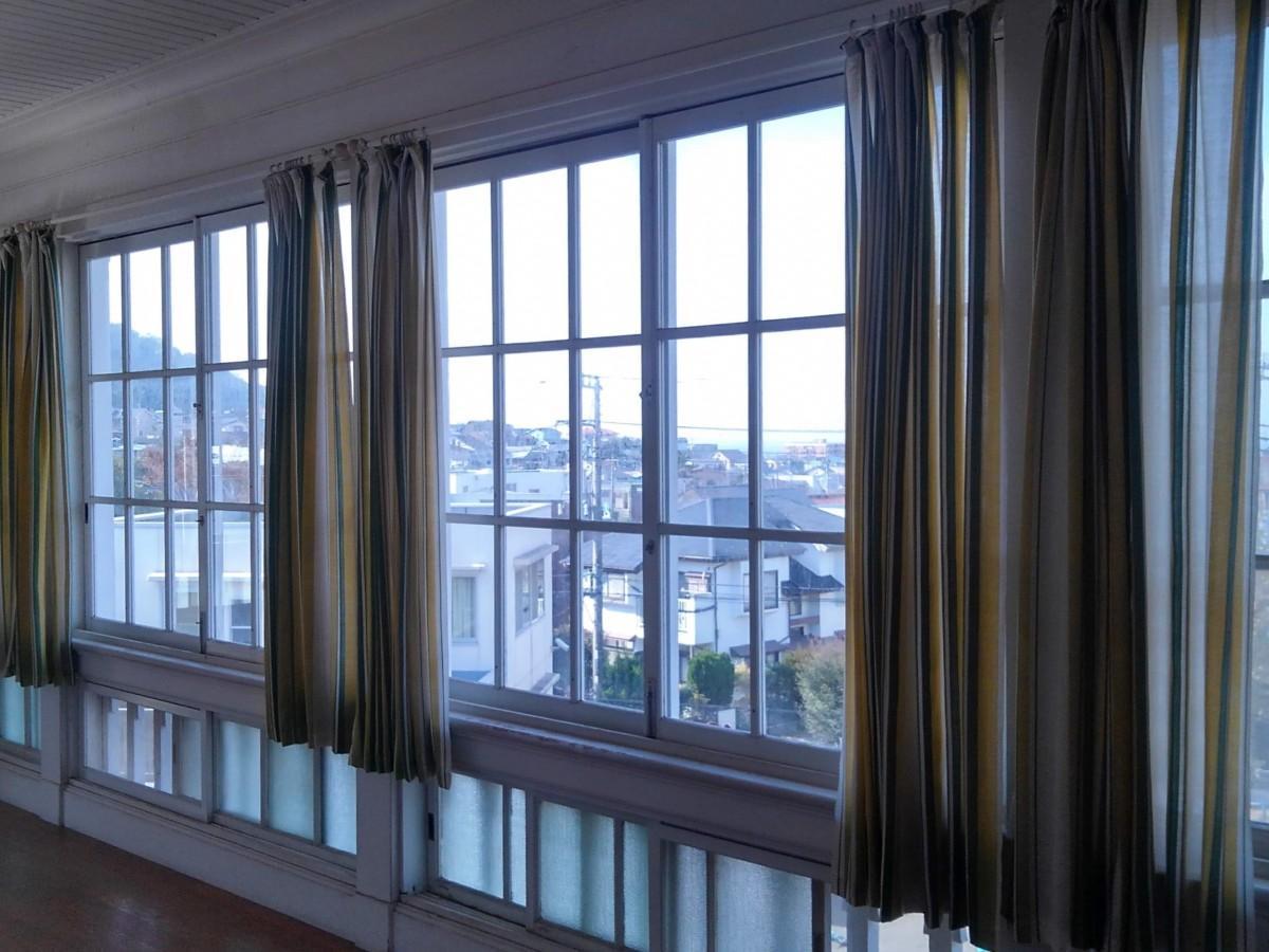東伏見宮別邸、2階の廊下。眺望もみどころ