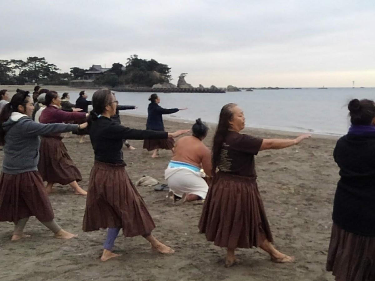 森戸海岸で行われたハワイ式みそぎ「ヒウヴァイ」