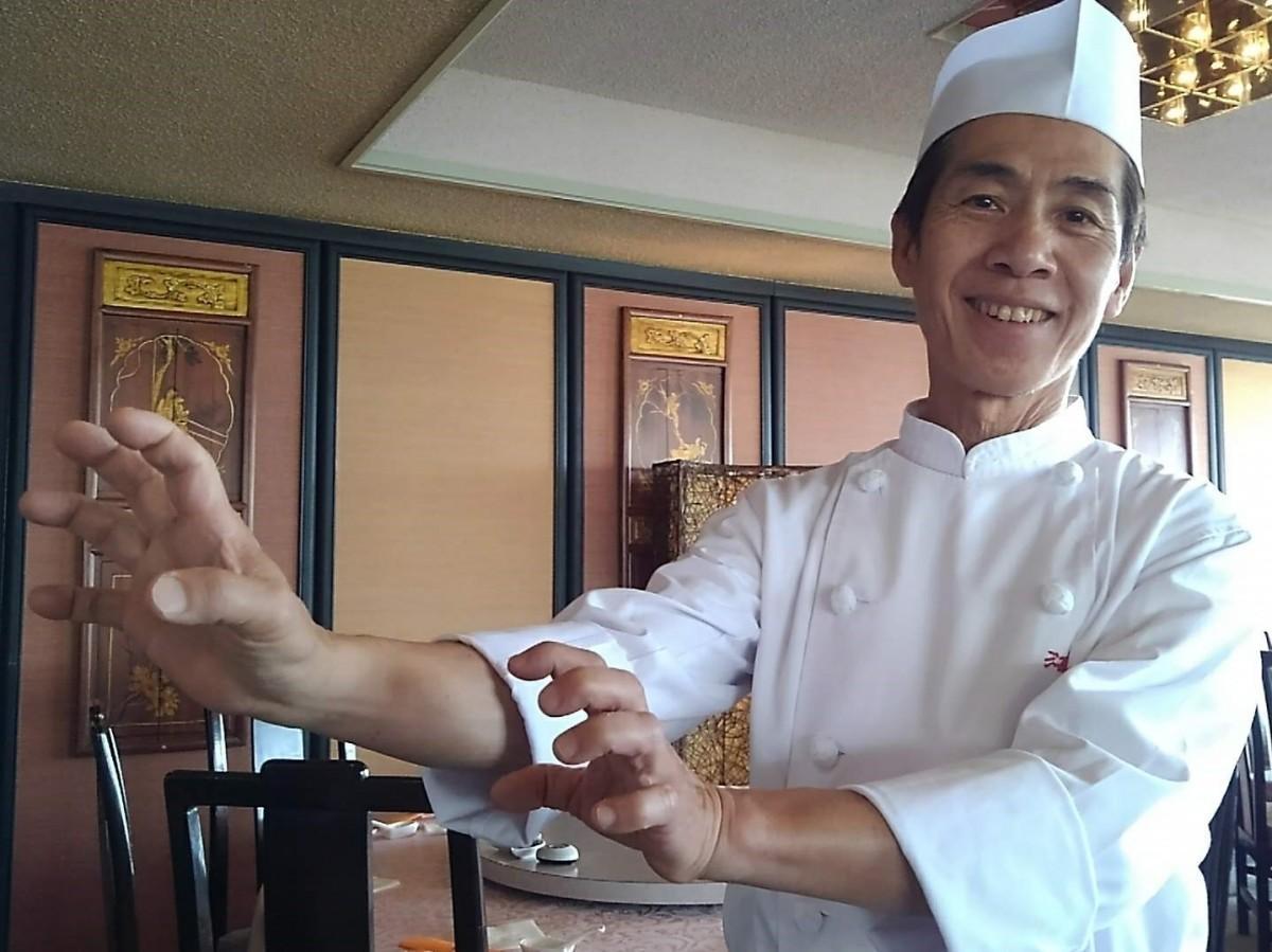 代表の村松さんが「龍神の手を持つ」と称賛する点心師、カン利華さん