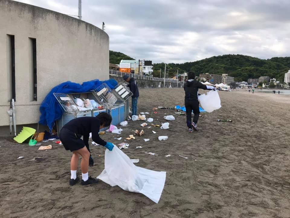 ゴールデンウイーク明けの7日も、22人が参加。小学5年生も登校前にゴミ拾い