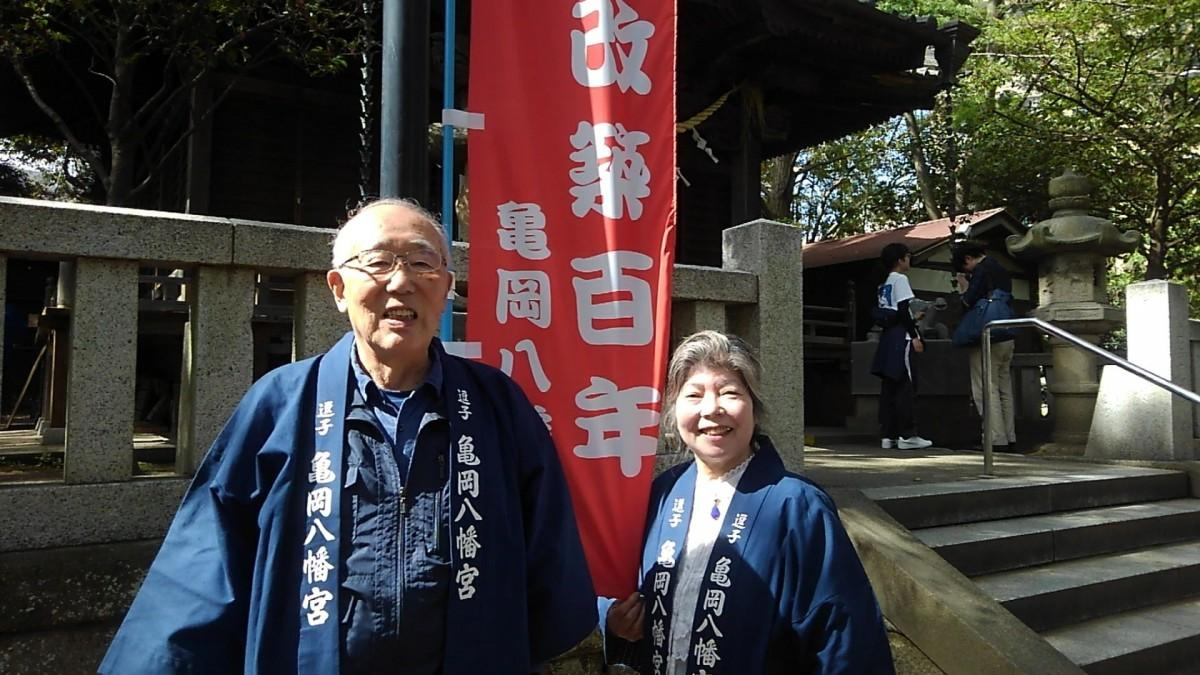 (左から)亀岡八幡宮氏子会副総代の奥野哲男さんと河野富美子さん