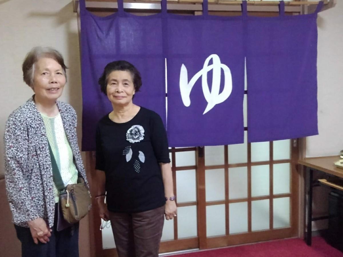 再開に向けて署名を集めた仲間、(左から)今村尚枝さん、高橋妙子さん