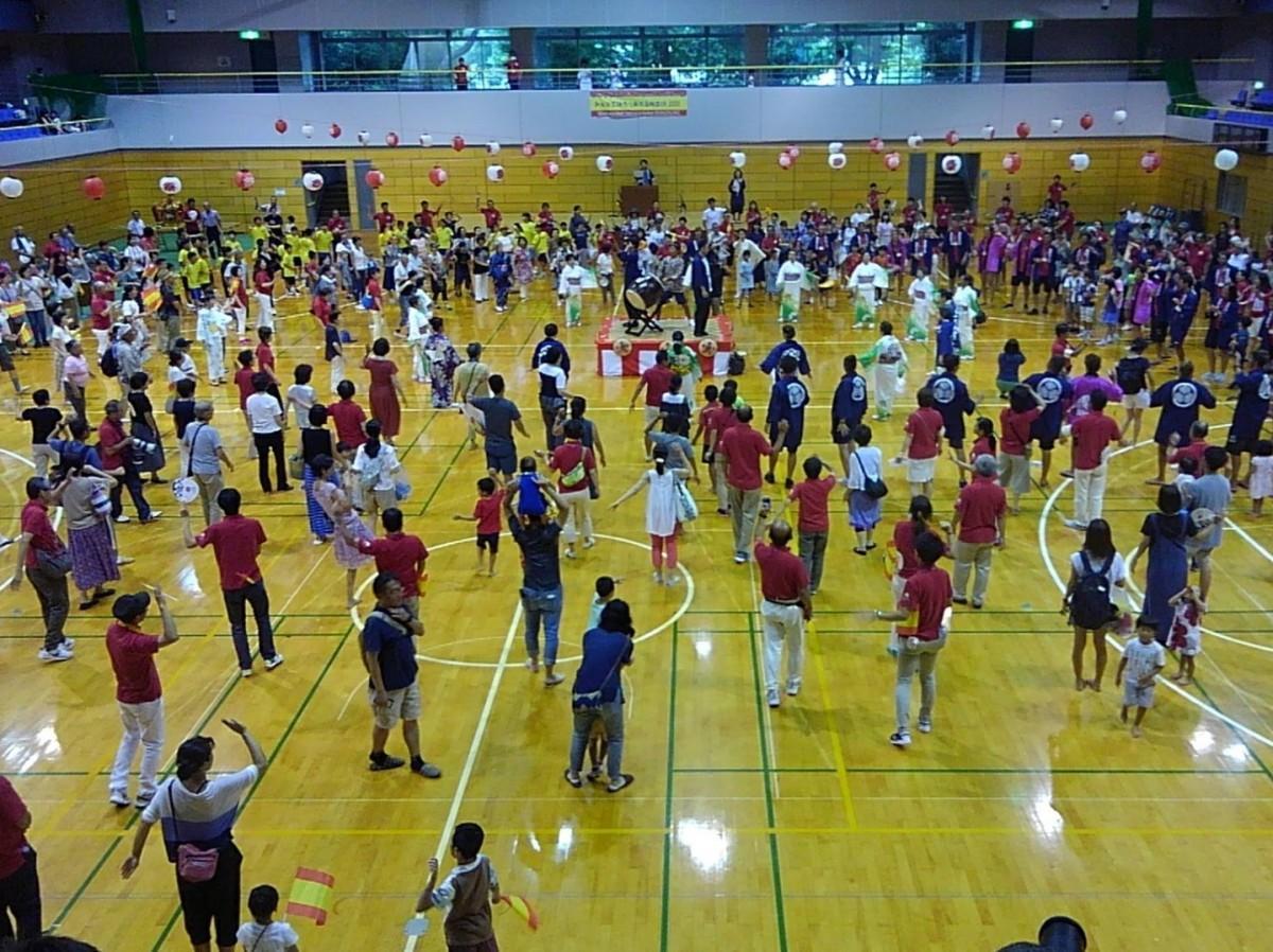 スペインの選手も約550人の参加者と輪になって東京五輪音頭-2020-