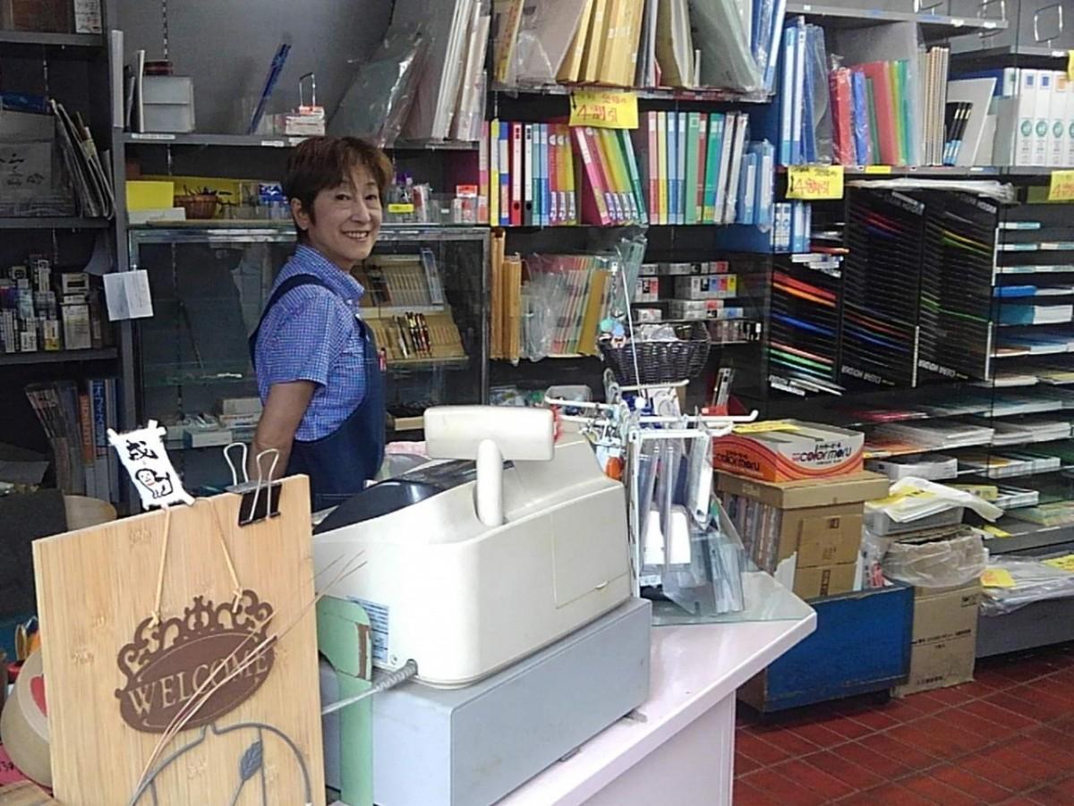 「文章堂」店主の神澤恵さん