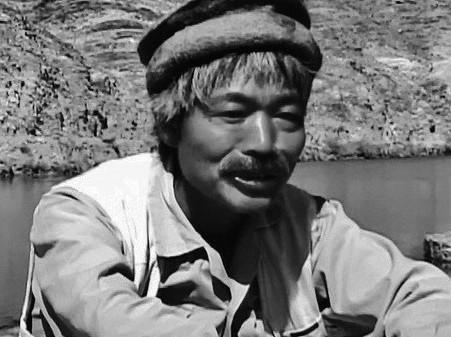 映画「アフガンに命の水を」で中村哲医師が語る1シーン(提供=イメージエフ)