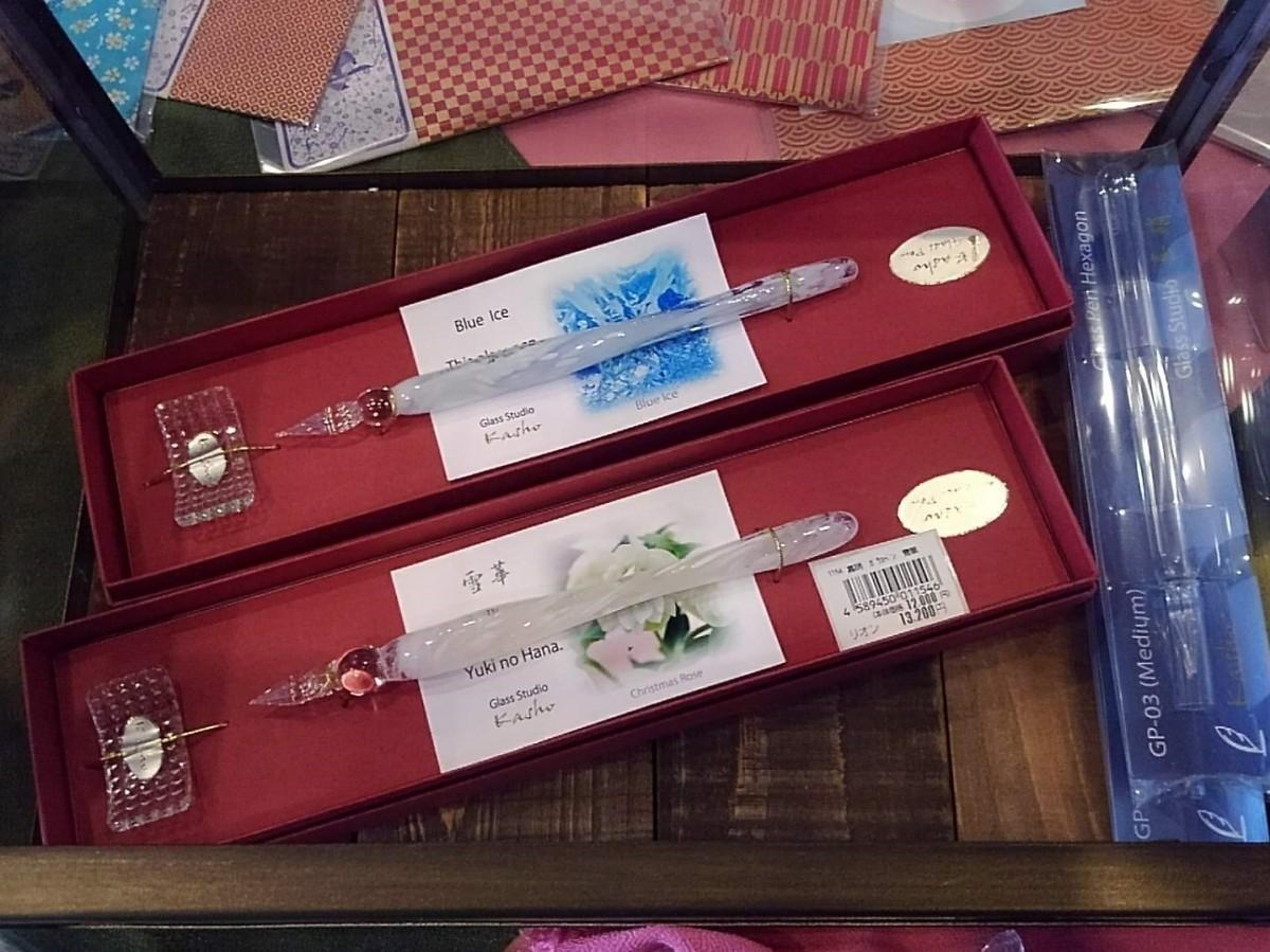 店長の神澤恵さんが新店の品ぞろえで、1番にこだわった「ガラスペン」