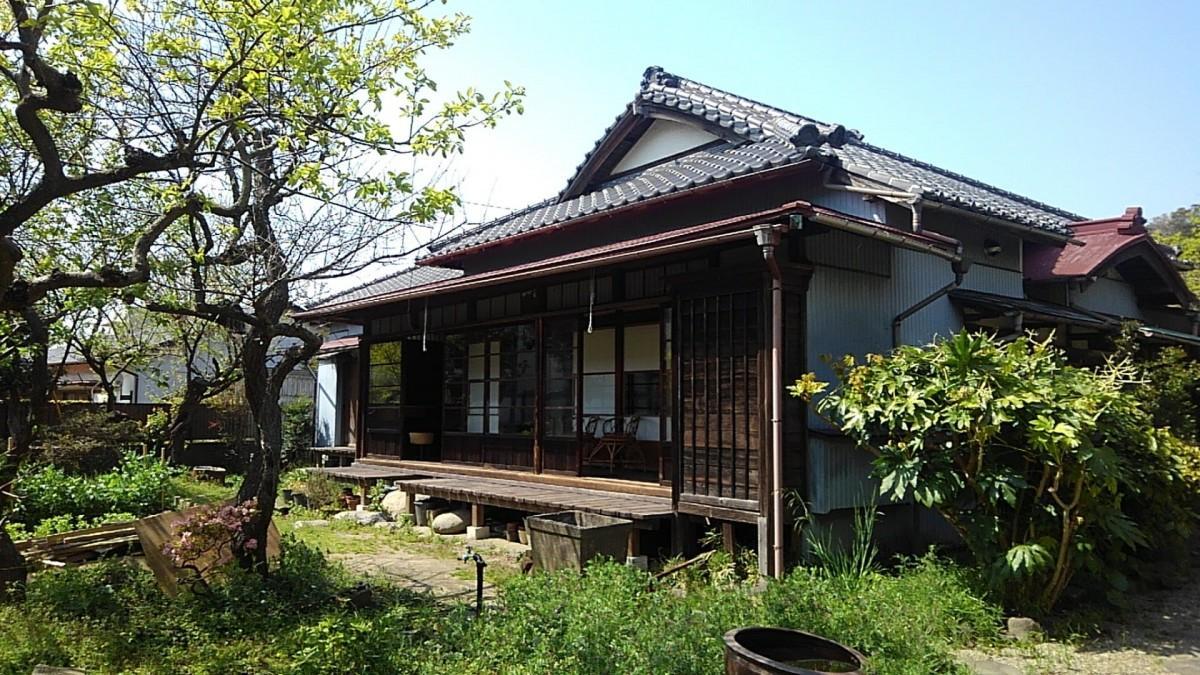 一棟貸しの宿と地域に開かれたコミュニティースペース「平野邸Hayama」