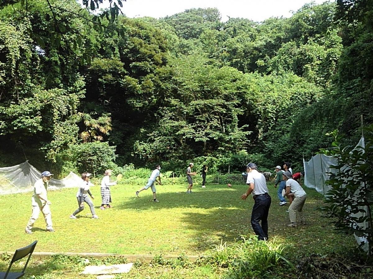 沼間スポーツ広場でフレスコボールを楽しむ会員