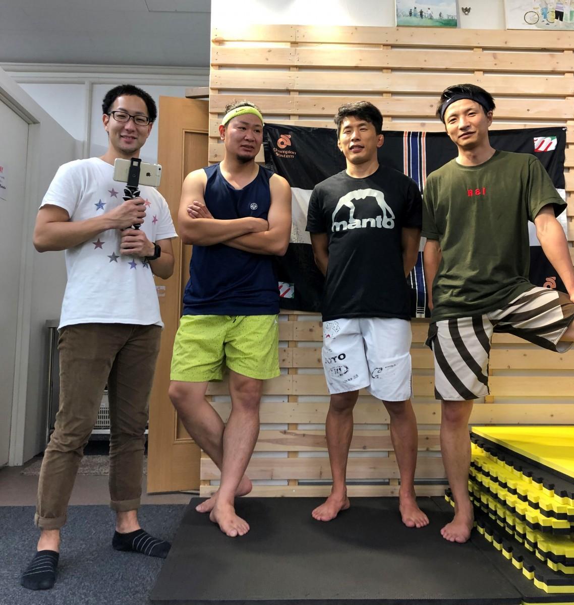(左から)動画チャンネルの製作・運営メンバー、和平さん、しんぺーさん、水垣さん、ハマーさん(提供=ハヤマクルーズ)