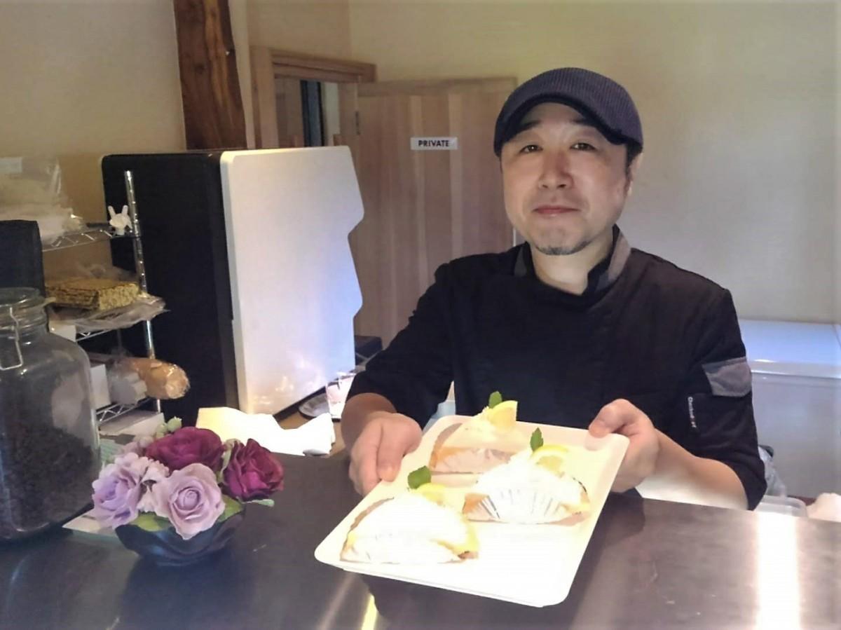 「ご飯以上に、ケーキや甘い物が好き」と話す店長の村木達城シェフ
