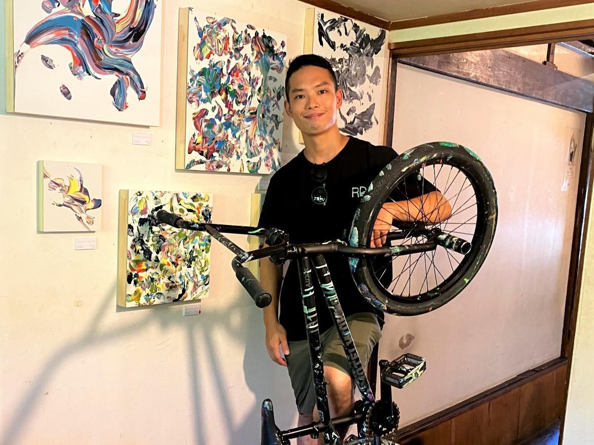 BMXプロライダーの吉田尚生さん。個展会場の「DAYS386」で
