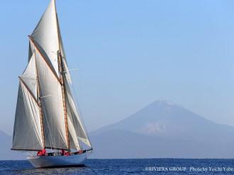 逗子・葉山沖を走る木造帆船「シナ―ラ」が英国「クラシックボートアワード」にノミネート